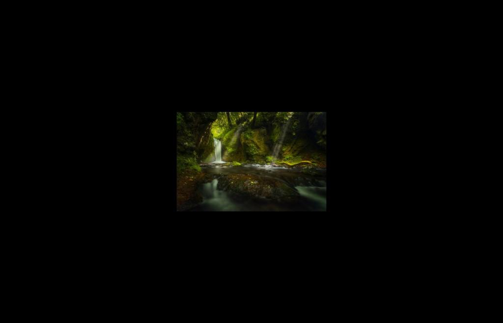 長野県の竜返しの滝