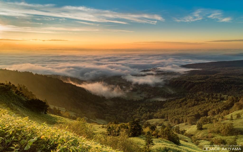 長野県の志賀高原の渋峠の朝焼けと雲海